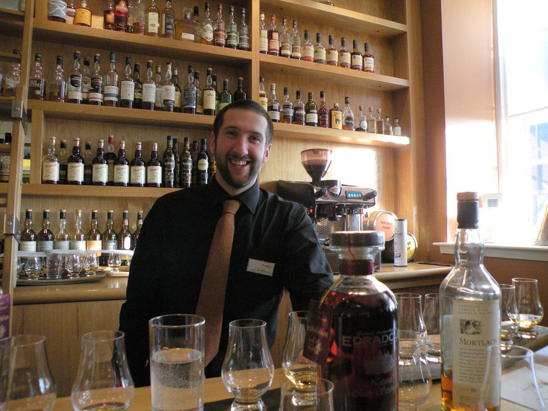 edinburgh castle whiskey shop